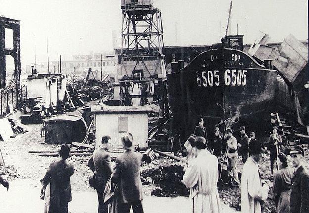 Zbombardovaný zimný prístav.