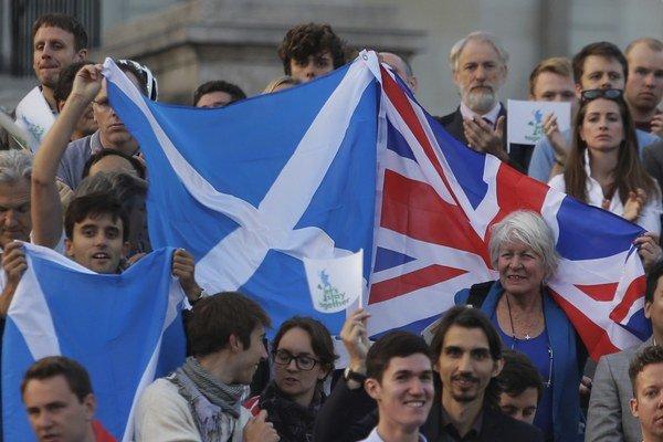 Škóti už dlho debatujú, či zostanú súčasťou Británie.