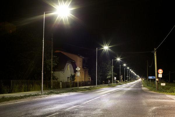 Projekt modernizácie verejného osvetlenia v Čadci priniesol množstvo pozitív. Novinkou je zriadenie Zelenej linky, prostredníctvom ktorej môžu občania kedykoľvek ohlásiť poruchu.