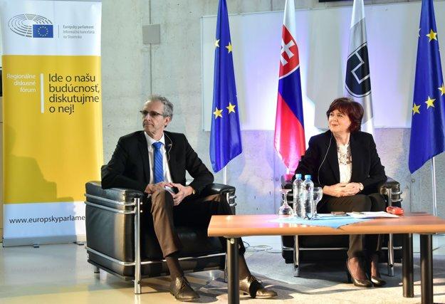 Na snímke zľava poslanci EP Ivan Štefanec a Monika Smolková.