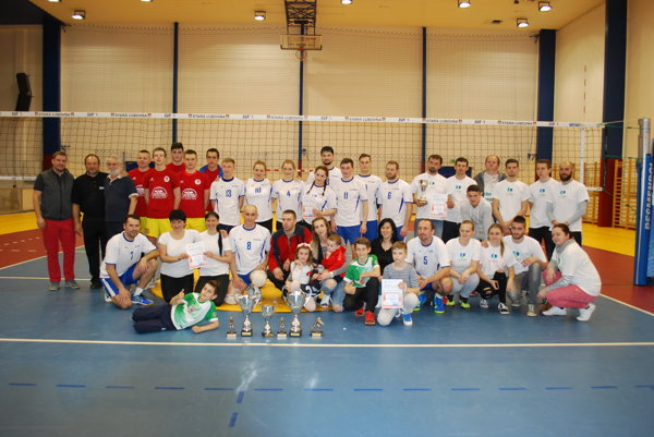 V lige-mix sa znajcennejších trofejí tešili tímy VK Plavnica aVKM Juniori.