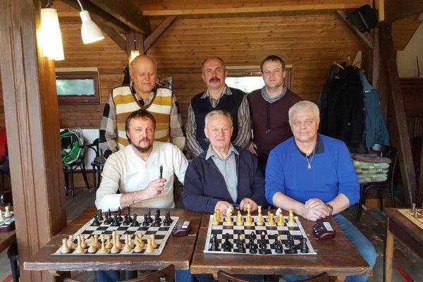 Spoločná fotka šachistov MŠK Rožňava.