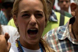Lilian Tintori rozprávala o Madurových represiách na konferencii FORUM 2000.