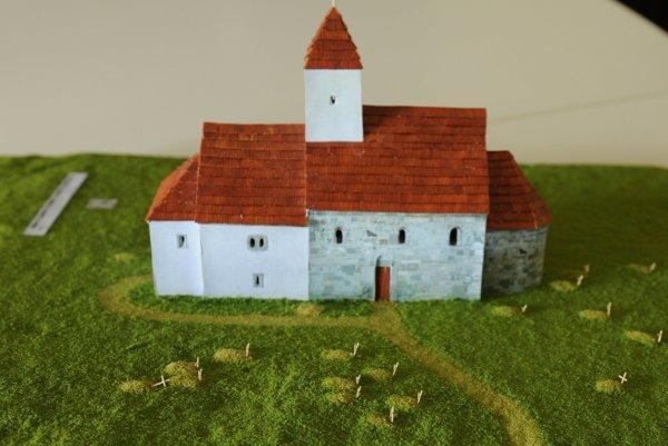 Pokus o rekonštrukciu kostola z 13. storočia.