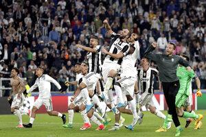 Radosť hráčov Juventusu z postupu do finále Ligy majstrov.
