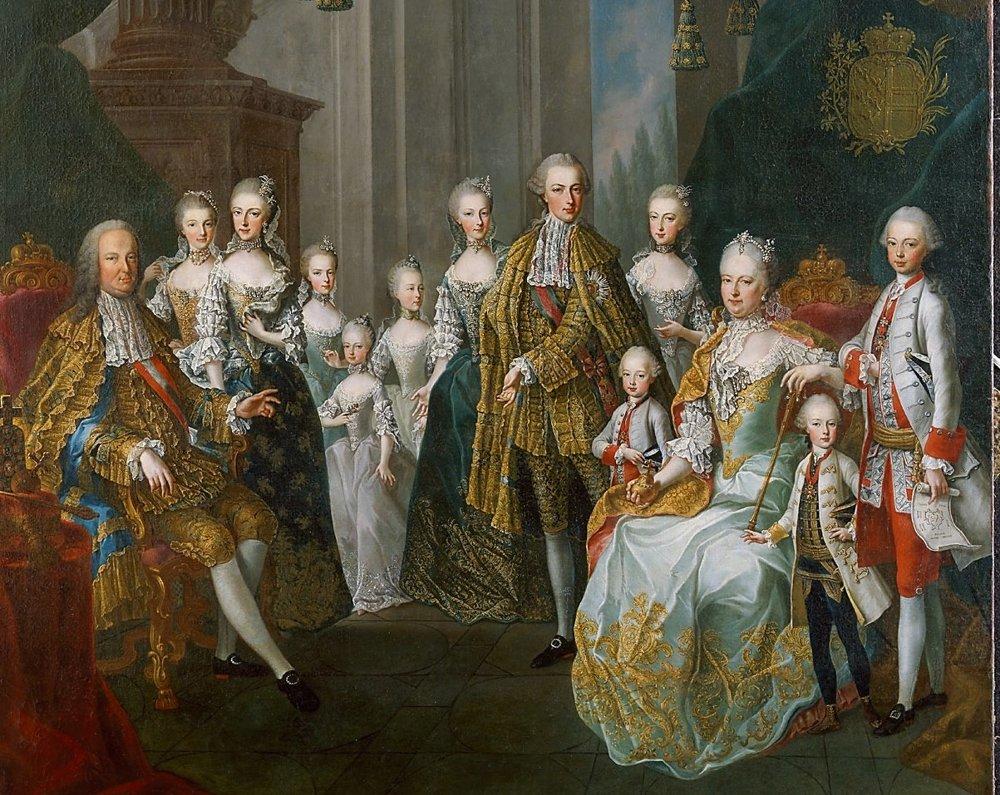 Na obraze z roku 1764 vidieť, kto mal v rodine hlavné slovo. Manžel Márie Terézie František Lotrinský, v tom čase cisár, sedí na jednej strane s dcérami a Mária Terézia je na strane so synmi – naopak, ako to bolo v prípade vládcov – mužov. Ona drží v rukách symboly politickej moci a nad ňou je aj erb.
