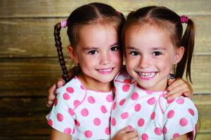 Dvojičky. Naučia mamy deliť i násobiť lásku.