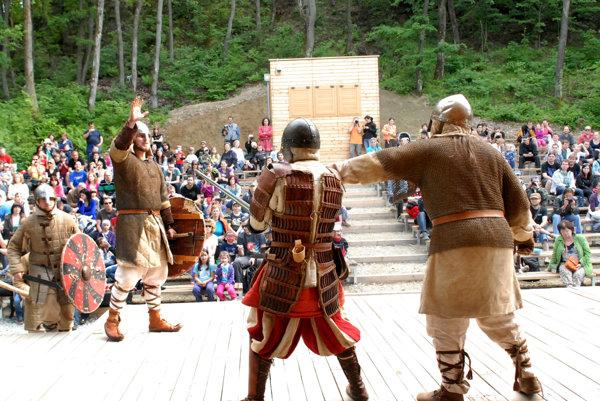 Snažia sa o vernosť. Košickí dobrovoľníci chcú najmä učiť, ako to v stredoveku vyzeralo naozaj.