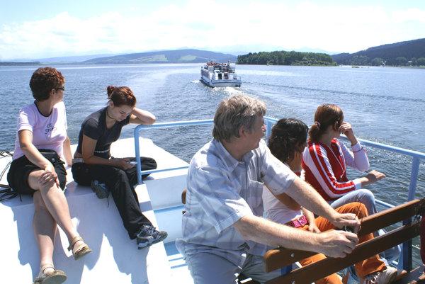 Na unikátny ostrov vás dovezie loď Oravskej galérie.