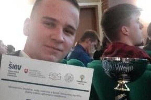 Máté Szilágyi s diplomom za druhé miesto.