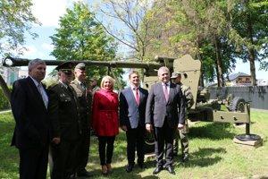 Zaspomínali si na hrdinov. Pietneho aktu sa zúčastnili aj hostia zRuska.
