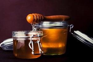Med je vhodným riešením pre ľudí, ktorí nechcú alebo nemôžu používať klasické sirupy a lieky proti kašľu. Ak je neriedený, bráni množeniu mikroorganizmov. Med sa tiež ukázal byť výborným zdrojom antioxidantov. Platí, že čím tmavší prírodný med je, tým viac ich obsahuje. Okrem toho má probiotické vlastnosti. Stimuluje rast a aktivitu užitočnej črevnej flóry a potláča potenciálne nebezpečné baktérie.