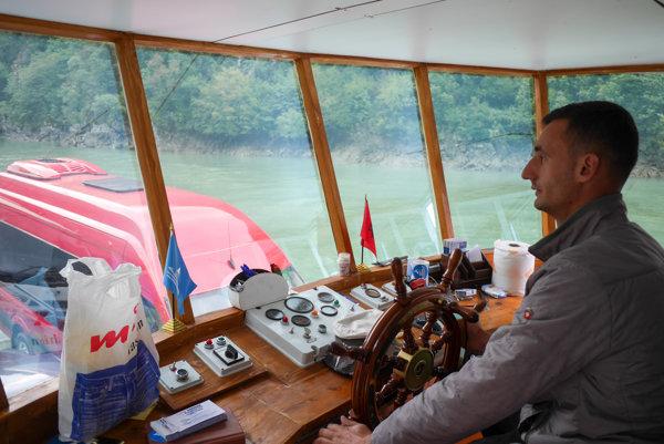 Kapitánsky mostík kompy Berisha na Komanskej priehrade