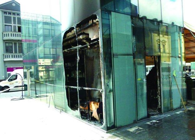Takto vyzerala budova po požiari.