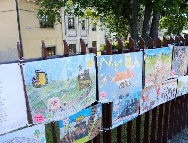 Kresby detí z miestnych škôl s témou baníctva.
