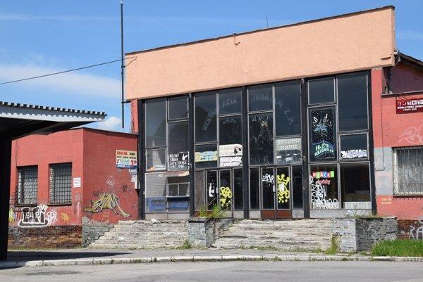 Budova autobusovej stanice. Takto vyzerá dnes.