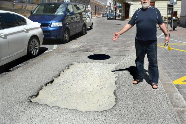 Diera na Kováčskej. Viliam Pšeno je nahnevaný z toho, ako vyzerá Kováčska ulica.