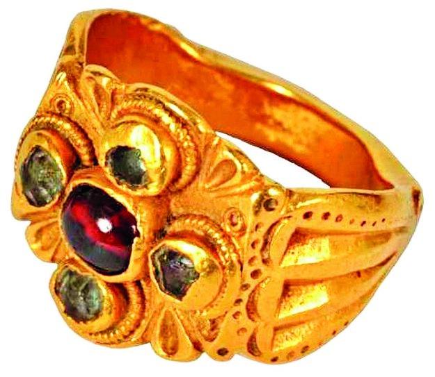 Ukradnutý prsteň.