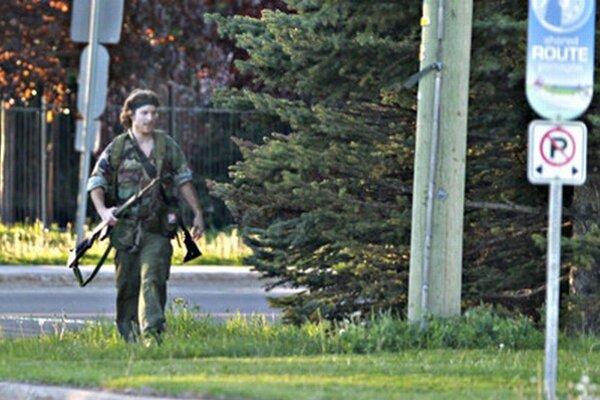 Muža na fotografii identifikovali ako Justina Bourqua. Pri prestrelke zabil troch  policajtov.