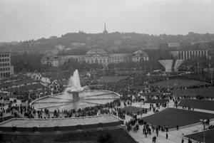 13. november 1980. Fontána Družba na Námestí Klementa Gottwalda.
