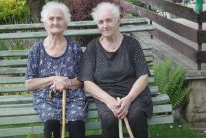 Oslávenkyňa Antónia Kováčiková (vľavo) so sestrou Vincenciou.