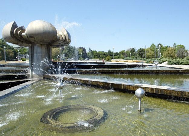 Ešte v roku 2006 mala fontána aj vodu.
