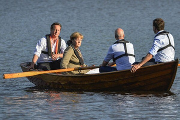 Merkelová proti odporcom Junckera.