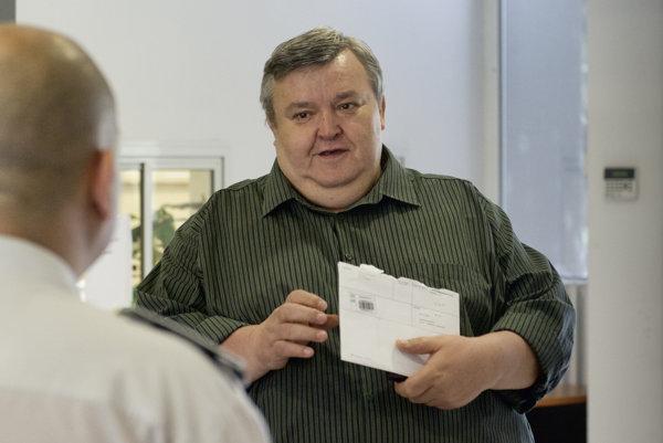 Statik Ján Tomčáni prichádza na Okresný súd Bratislava II.