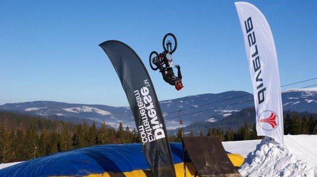 Akrobatické skoky na LSD - Winter Challenge.