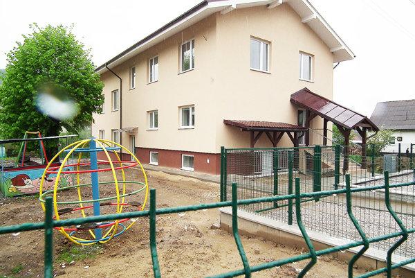 Nová budova škôlky je podstatne väčšia ako pôvodná.