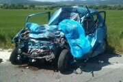 Takto skončilo vozidlo po čelnej zrážke s kamiónom.