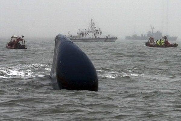 Takmer mesiac po potopení trajektu je ešte stále nezvestných 29 cestujúcich.