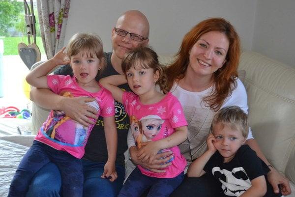 Rodinka Hladkých. Päťpočetná po jednom pôrode.