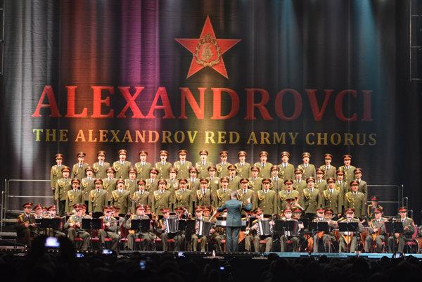 Alexandrovci. Celý súbor má 250 členov, na turné jazdí polovica.