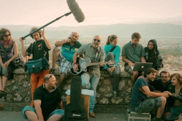 Lukáš Kasprzyk (druhý zľava) spolupracoval s mnohými známymi režisérmi, zvukármi, hercami aj hudobníkmi. Foto: archív L.K.