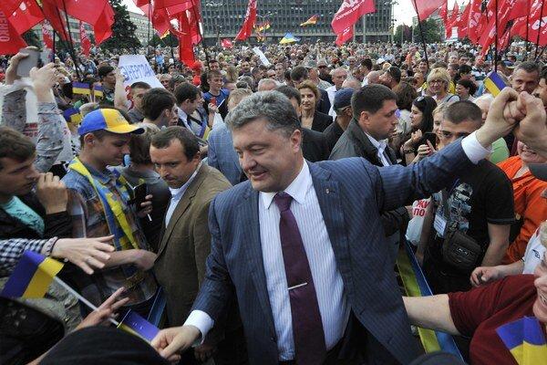 Mnohí by chceli, aby Porošenko vyhral voľby už v prvom kole.
