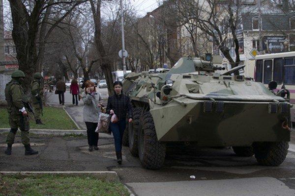 Hlasovanie si všímali ruskí vojaci.
