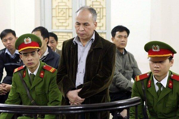 Pham Viet Dao.