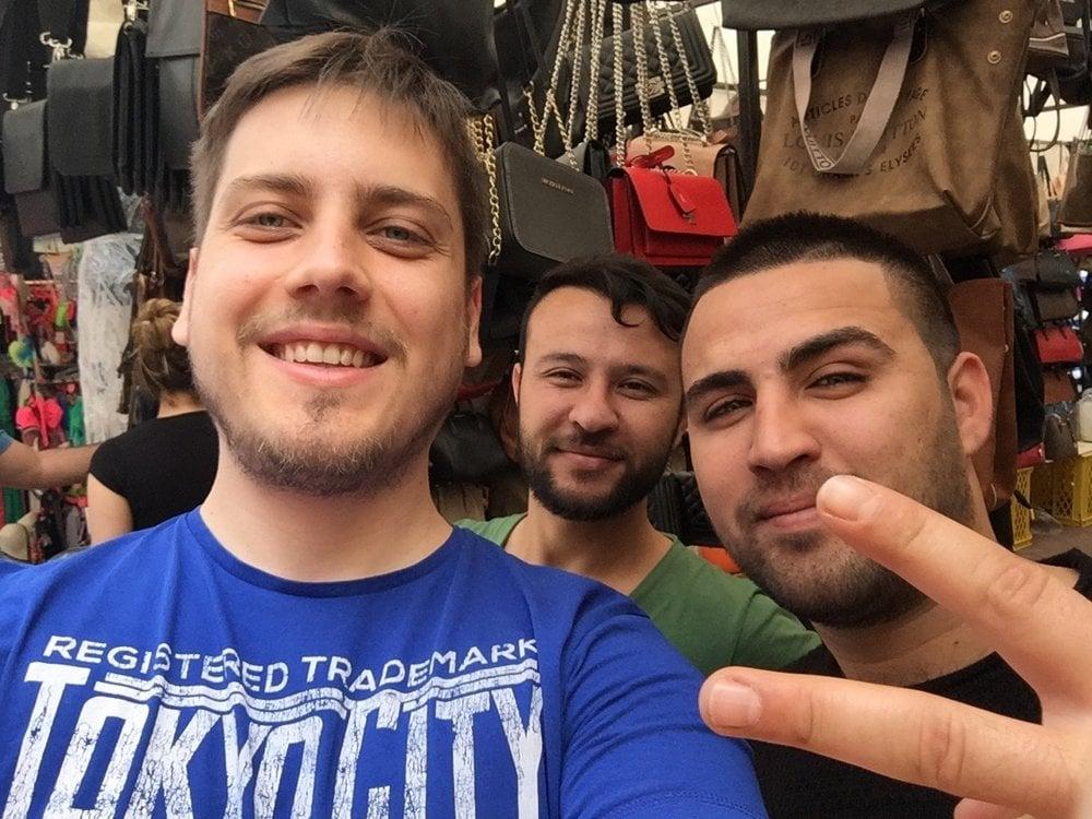 Neodpustil som si selfie s mladými obchodníkmi.