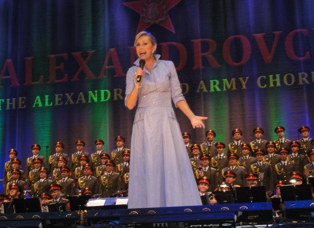 Helena Vondráčková s Alexandrovcami zaspievala hity Láska má, já stůňu a Dlouhá noc.