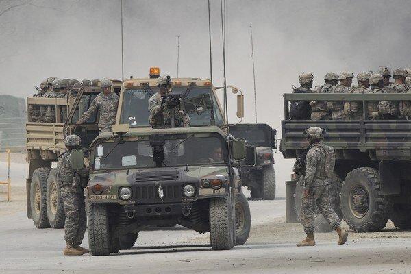 Americké vojenské jednotky počas cvičenia.