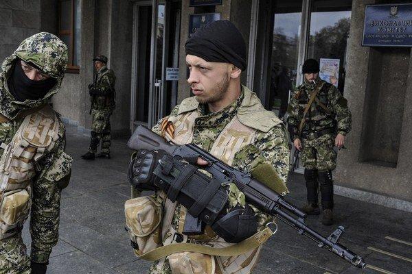 Proruskí separatisti obsadili ukrajinské mesto Sloviansk, majú pod kontrolou letisko.