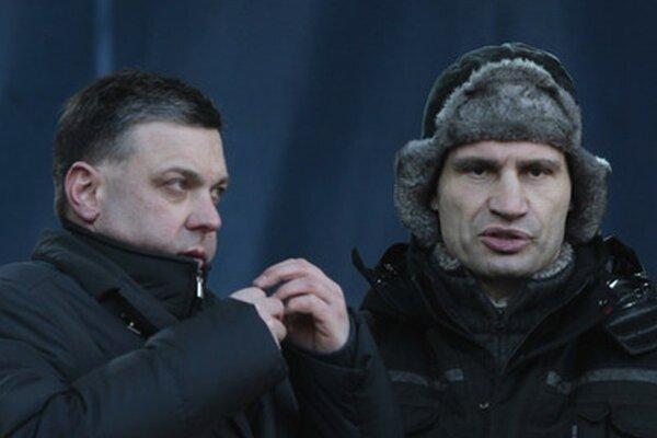 Opoziční lídri Oleg Ťagnibok a Vitalij Kličko.