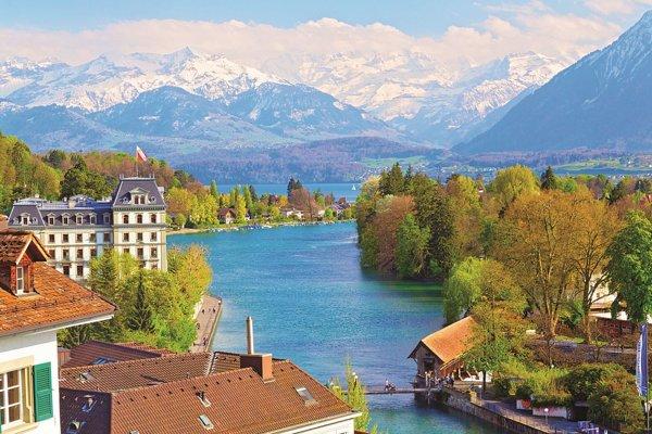 Švajčiarko je pre našinca pridrahé. Ak už túto krásnu krajinu navštívite, cena stoeurovky je tam výrazne nižšia.