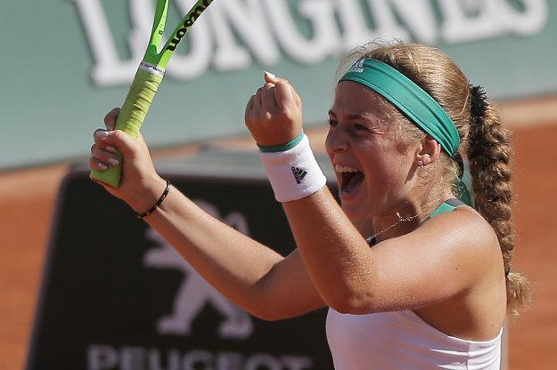 Jelena Ostapenková sa teší z postupu do finále.