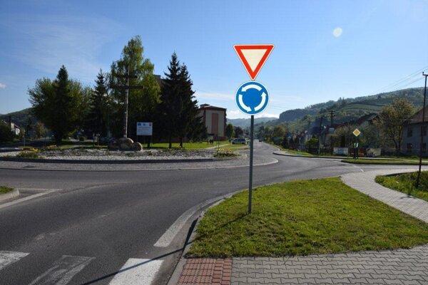 Kruhová križovatka v Hriňovej.