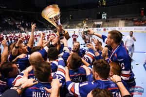 Radosť slovenských hokejbalistov z titulu majstrov sveta.