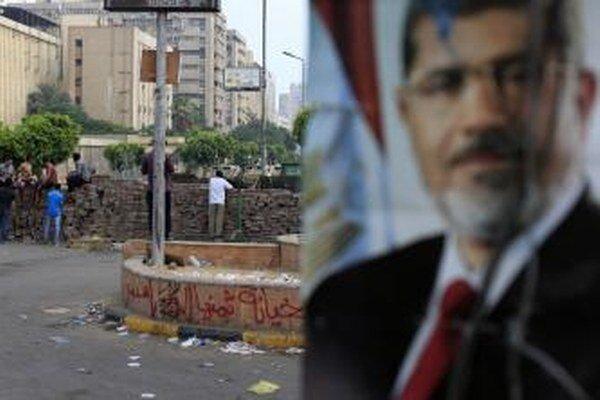 Členom Moslimského bratstva bol aj zosadený egyptský prezident Muhammad Mursí.