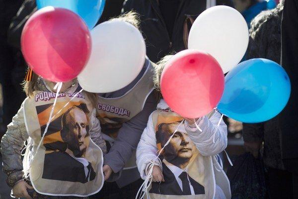 Prezident Putin je populárny ako pred dvoma rokmi pri nástupe do Kremľa.