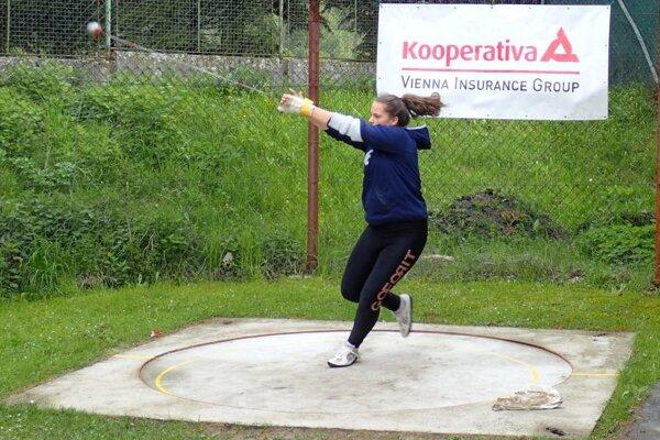 Nikola Ganobčíková atakovala 50-metrovú hranicu.